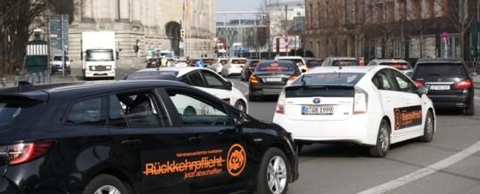 """""""Taxischutzgesetz""""-PBefG: 800 Mietwagen-Fahrer demonstrieren in Berlin für ihr Gewerbe und für den Erhalt ihrer Arbeitsplätze"""