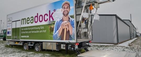 Erste mobile Komplettlösung für wirtschaftlichere, autarke und tierfreundlichere Hofschlachtung / meadock® feiert Premiere